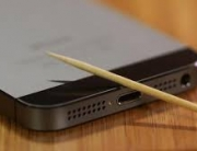iphone-toothpick